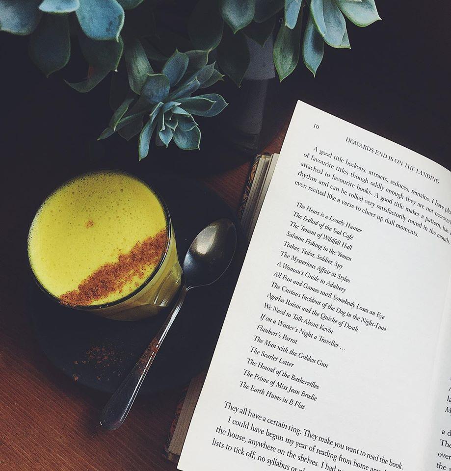 turmeric-latte-coffee-at-earthy-eats